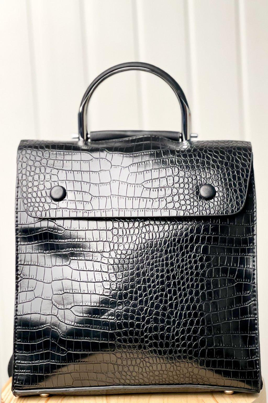 Lesklý ruksak