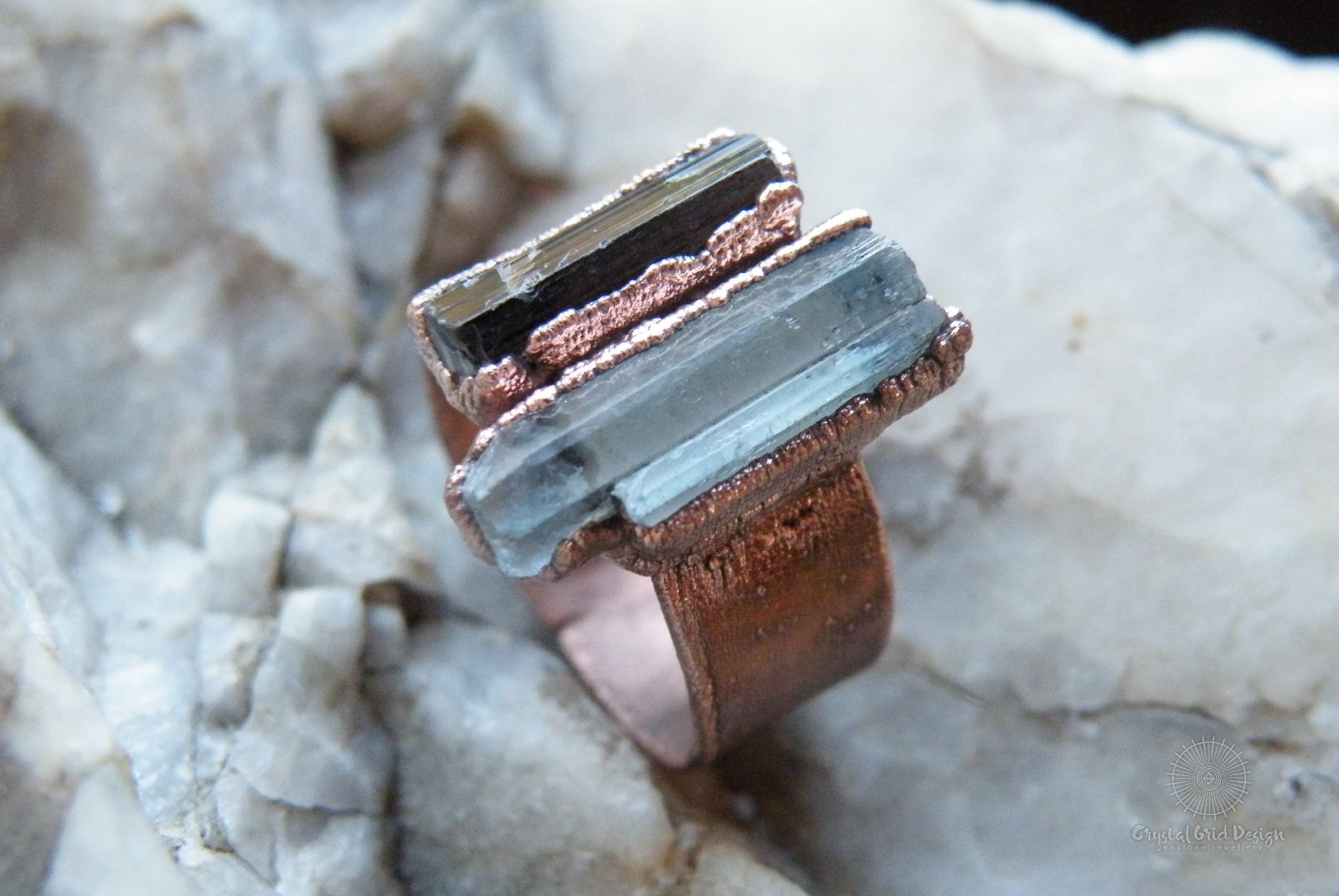 Prsten s akvamalínem a skorylem