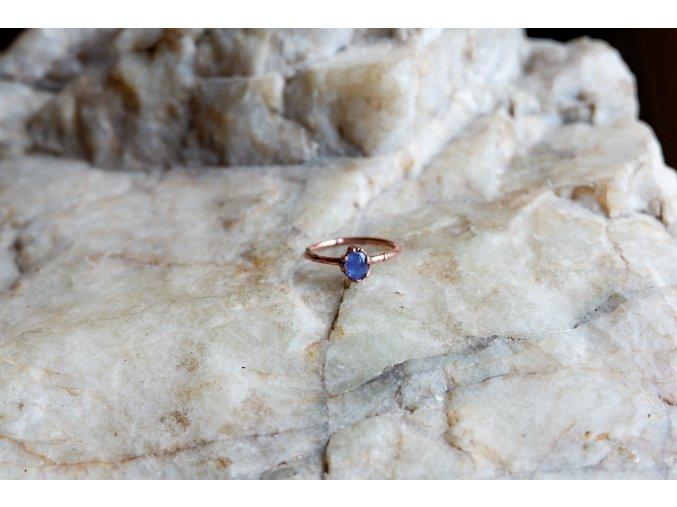 Prsten s tanzanitem vel. 55