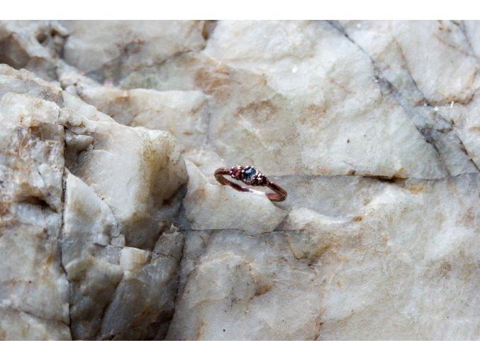 Prsten s rutilem v křišťálu  a růžovými turmalíny vel. 53