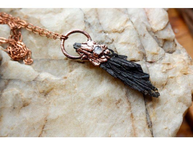 Přívěsek s měsíčním kamenem a černým kyanitem