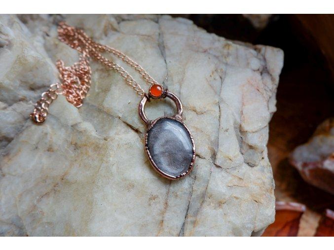 Přívěsek se stříbrným obsidiánem a karneolem