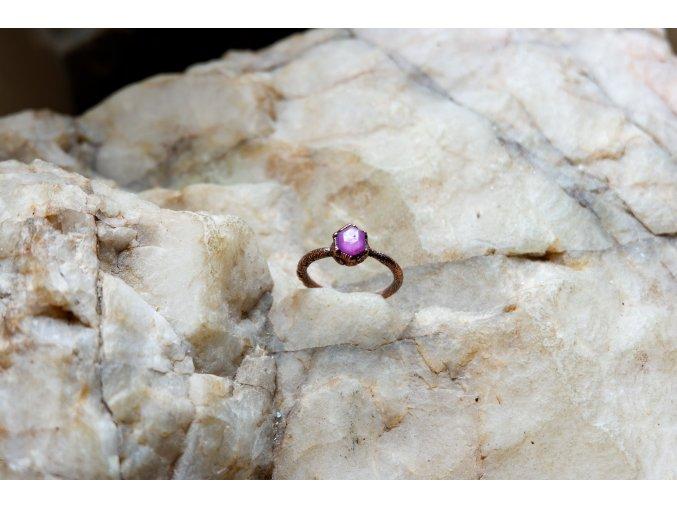 Prsten s rubínem vel. 55