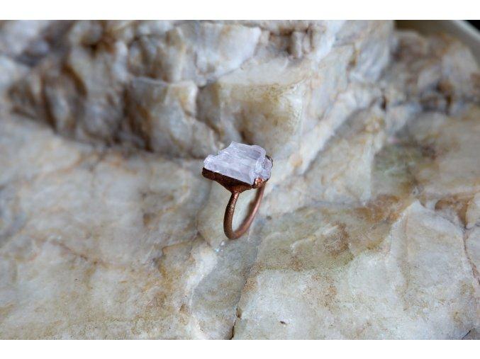 Prsten s kunzitem vel. 57,5