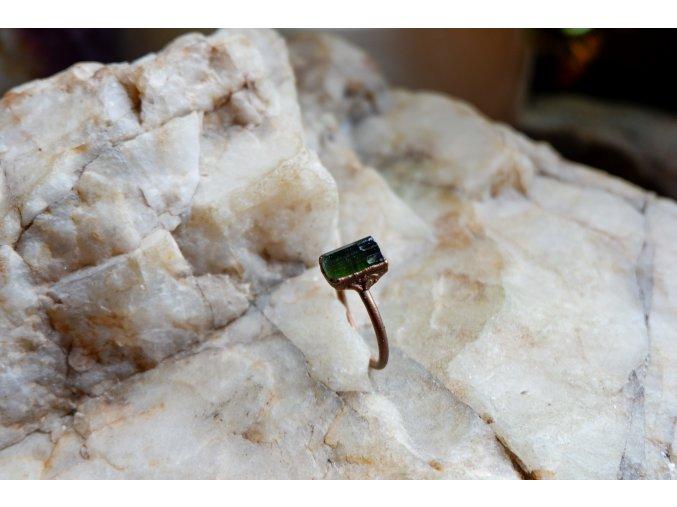 Prsten se zeleným turmalínem vel. 58