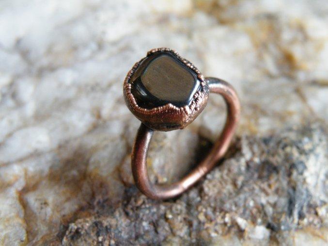 Prsten s hematitem
