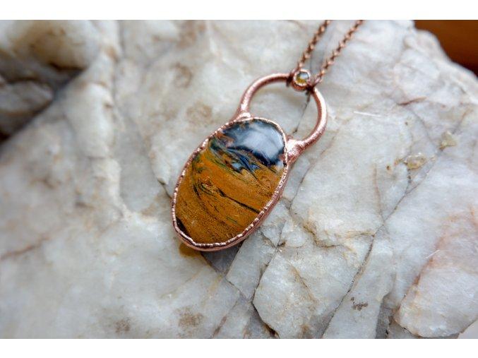 Přívěsek s turmalínem a  zlatým pietersitem