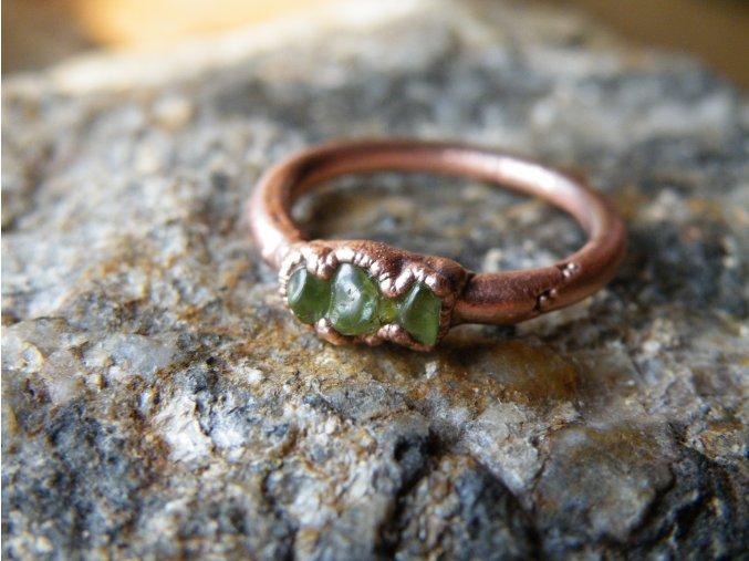 Prsten s peridotem