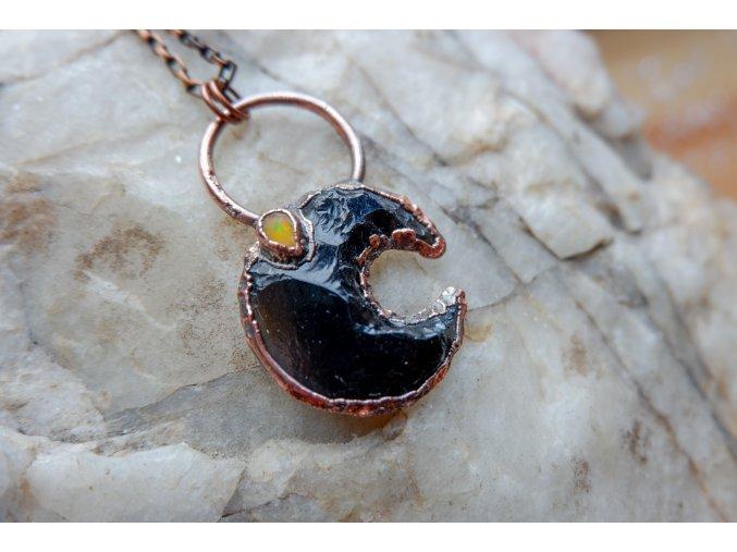 Přívěsek s obsidiánem a ohnivým welo opálem