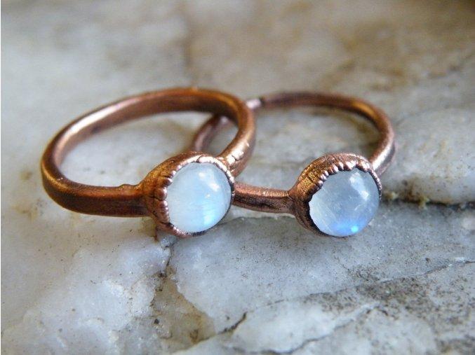 Prsten s měsíčním kamenem střední