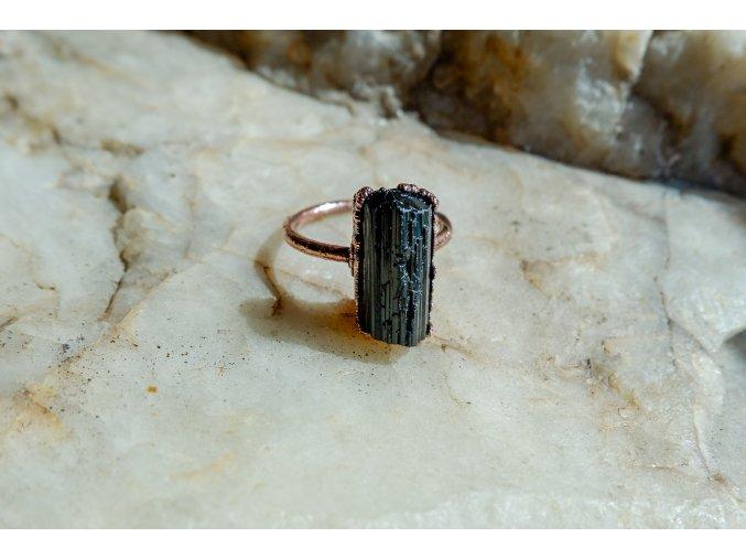 Prsten s černým turmalínem vel. 53