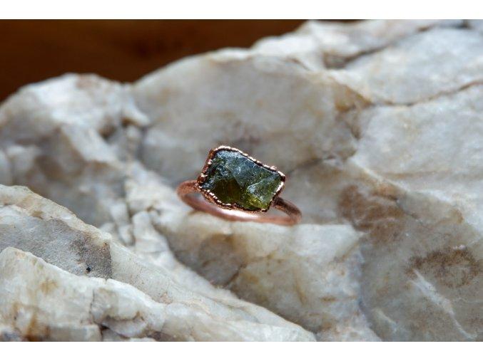Prsten s titanitem 59