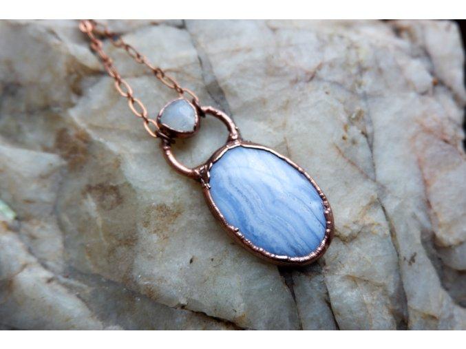 Přívěsek s modrým achátem a měsíčním kamenem
