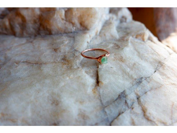 Prsten se smaragdem vel. 61