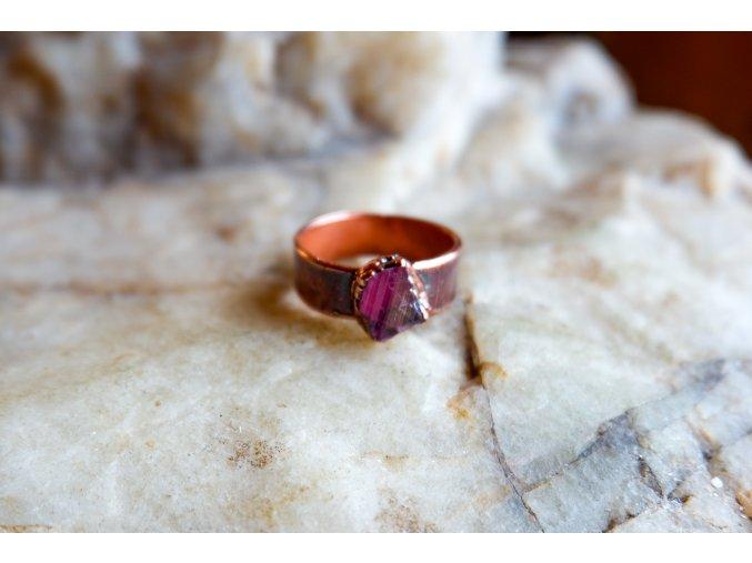 Prsten s růžovým turmalínem vel. 59