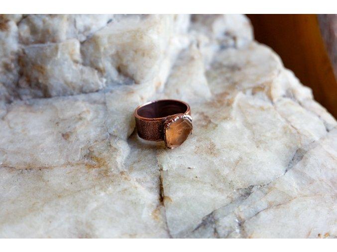 Prsten s topazem vel. 57