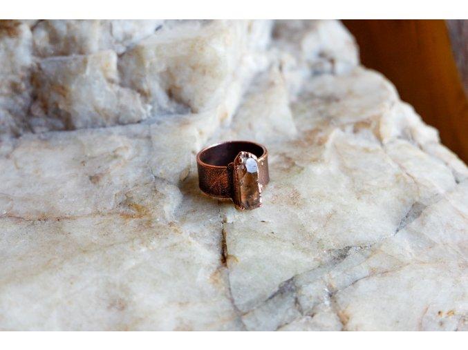 Prsten s topazem vel. 53
