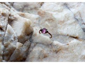 Prsten s růžovým turmalínem a českými granáty vel. 50