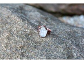Prsten s faden křišťálem vel. 58