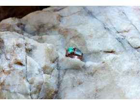Prsten s akvamarínem a smaragdem vel. 52