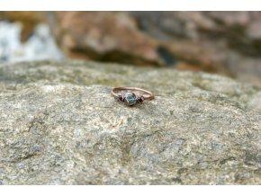 Prsten s  granáty vel. 56