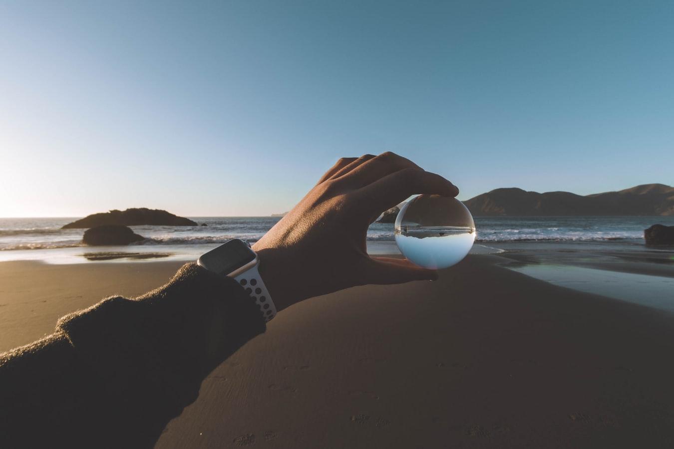 Okúzľujúca sklenená guľa
