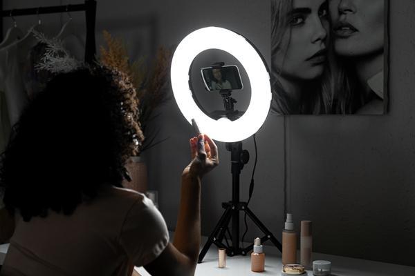 Kruhové svetlo vs. LED svetlo, aký je rozdiel?
