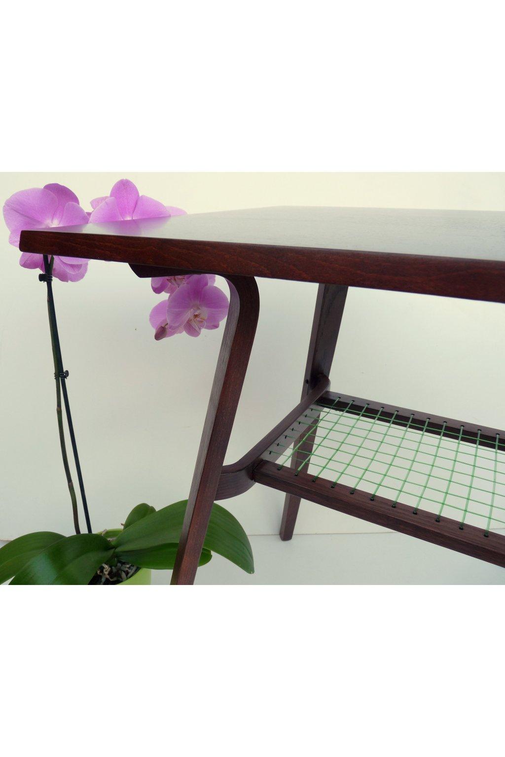 retro stolek s výpletem