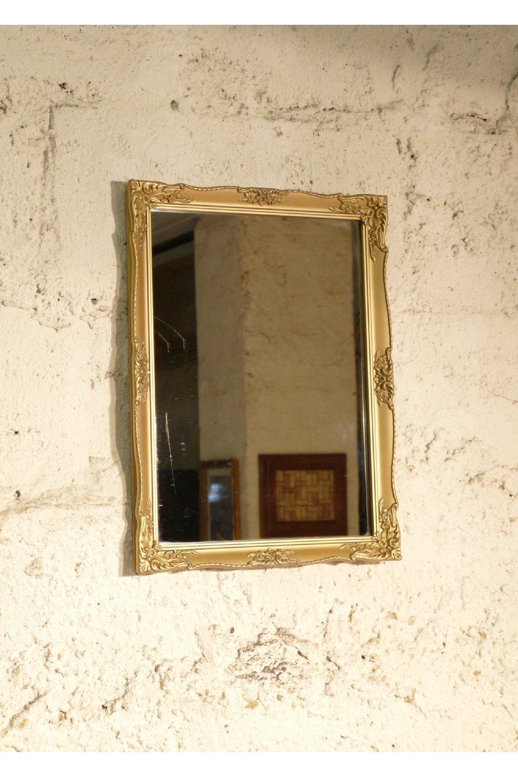 zrcadlo ve zlatém rámu