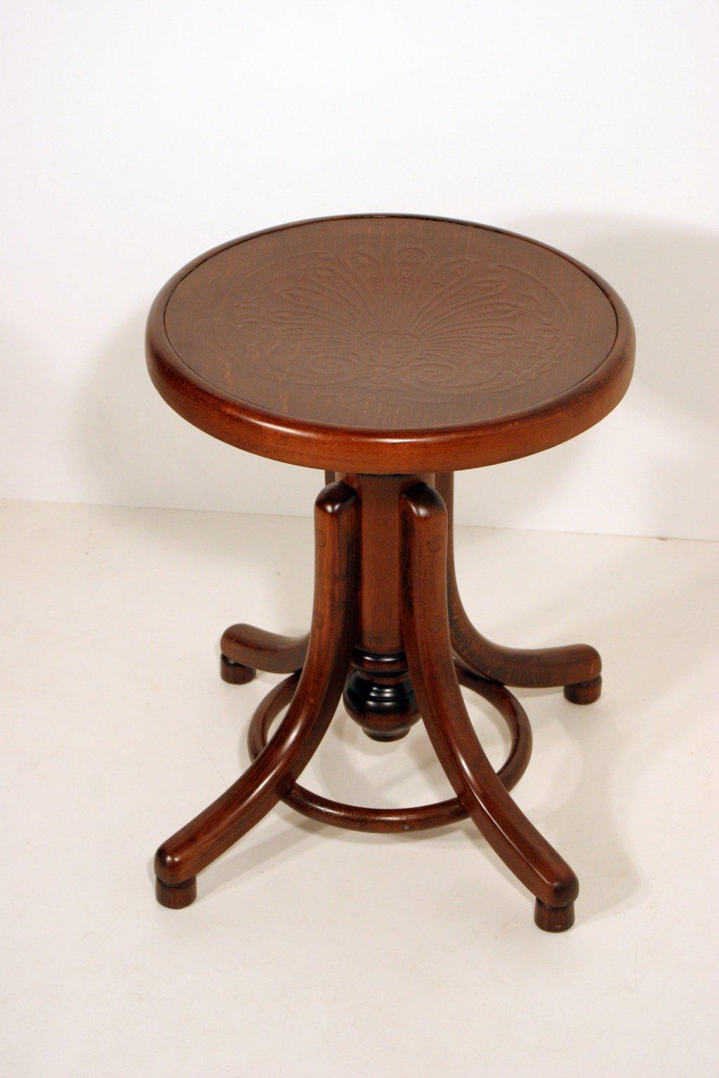 stolička k pianu otočná