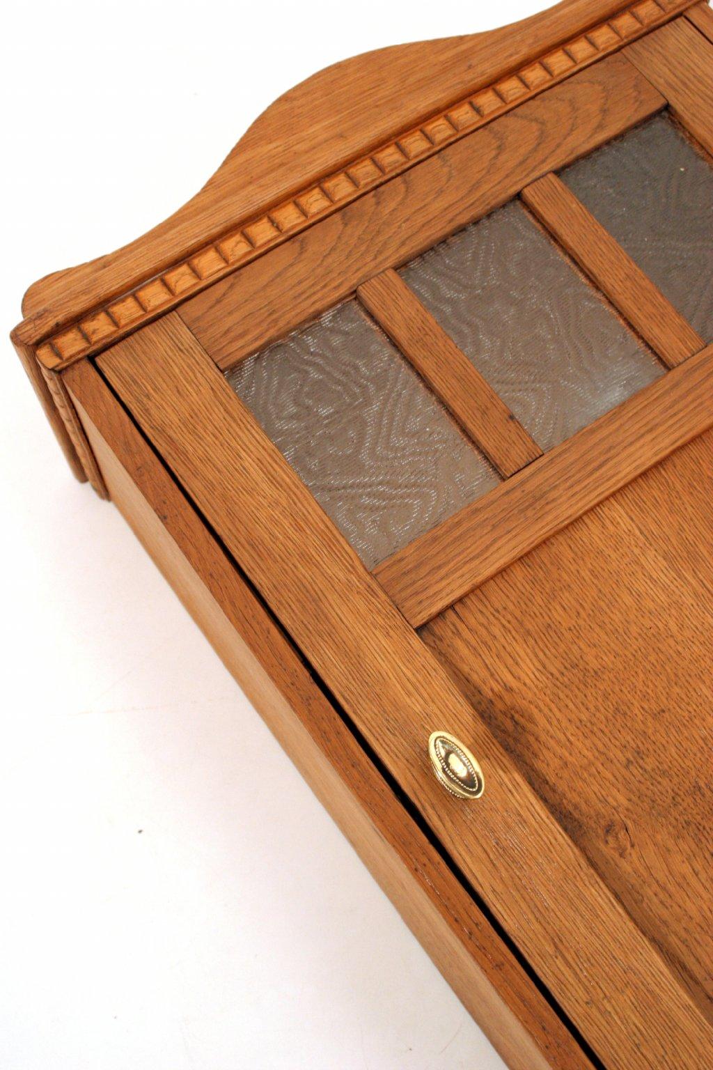 starožitná skříňka na chalupu