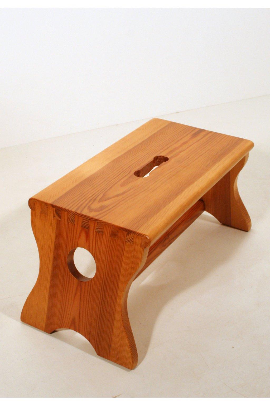 dřevěná stolička krásná jizba čepovaná