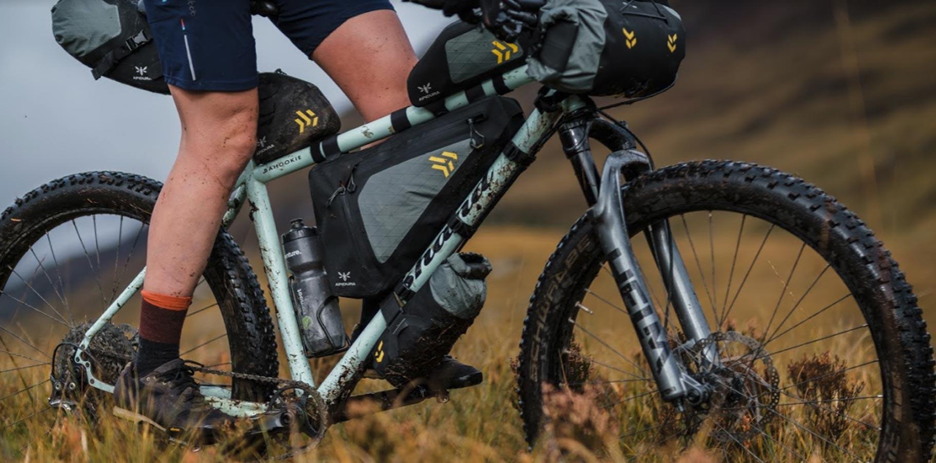 Vylepšené nepromokavé brašny pro bikepacking - Apidura New Backcountry