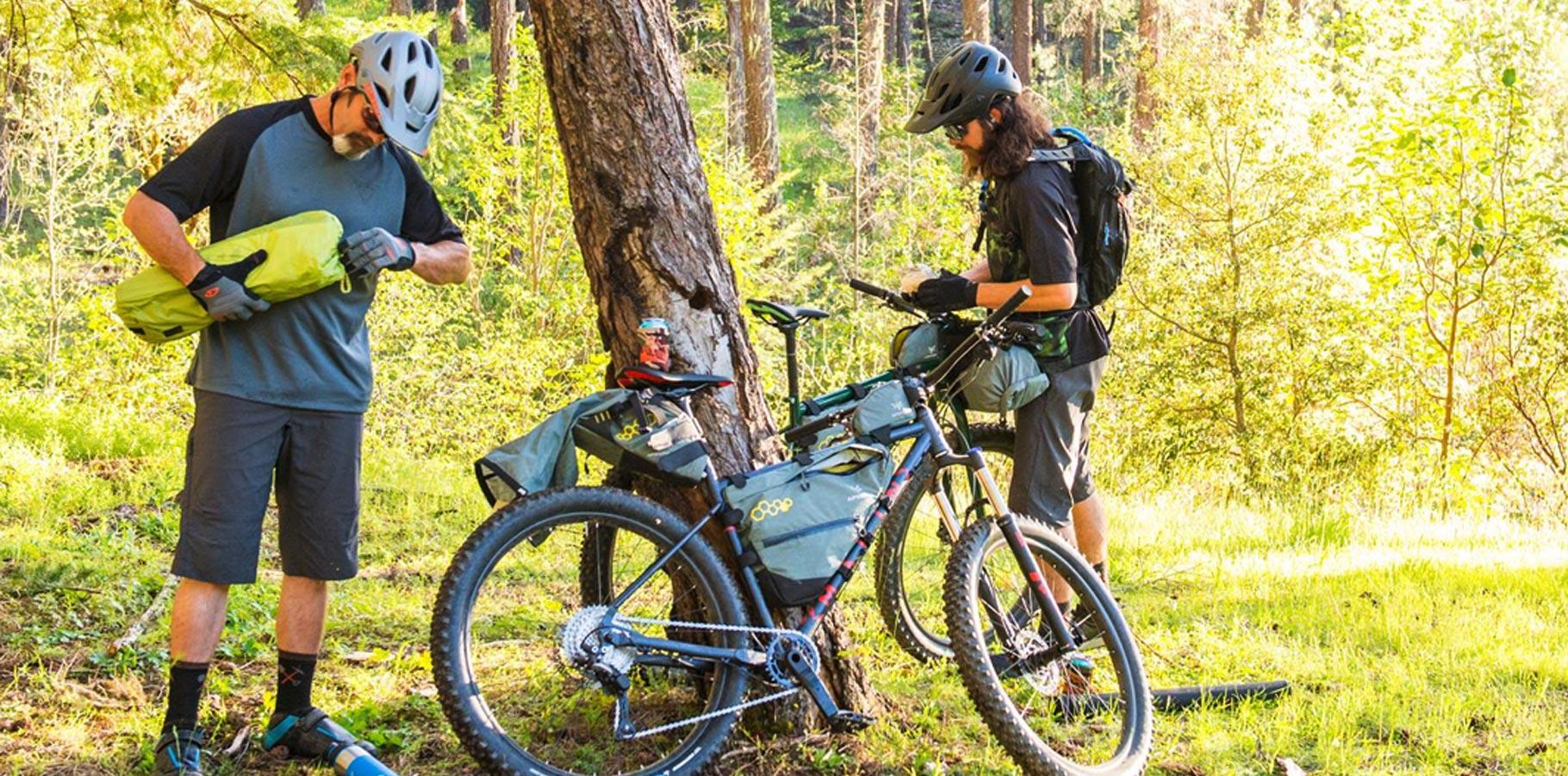Apidura-bikepacking-expedicni-brasny