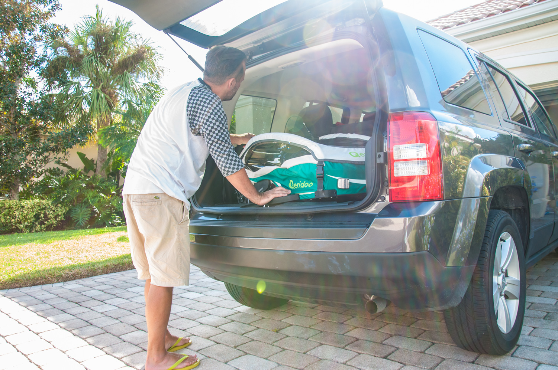 Qeridoo KidGoo1 v kufru auta