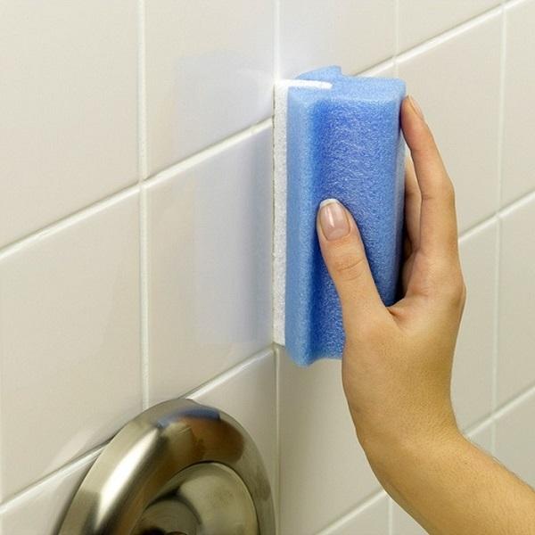 Jak odstranit plíseň z kachliček a koupelnového nábytku