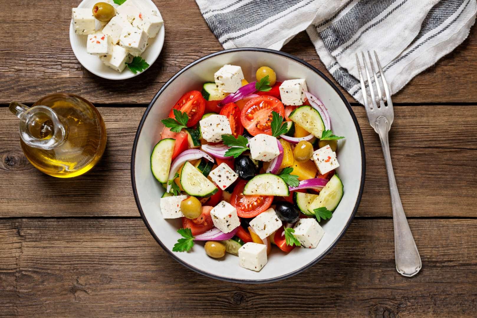 Šopský low carb salát