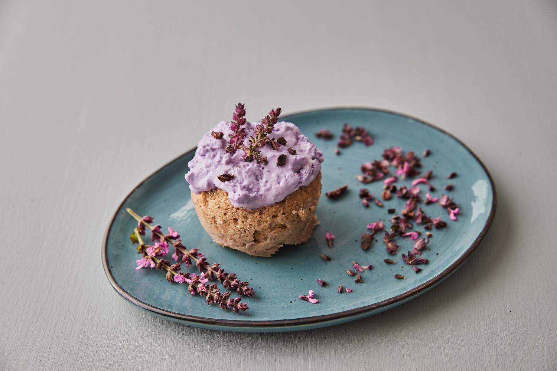 Škoricová torta v hrnčeku (mug cake)