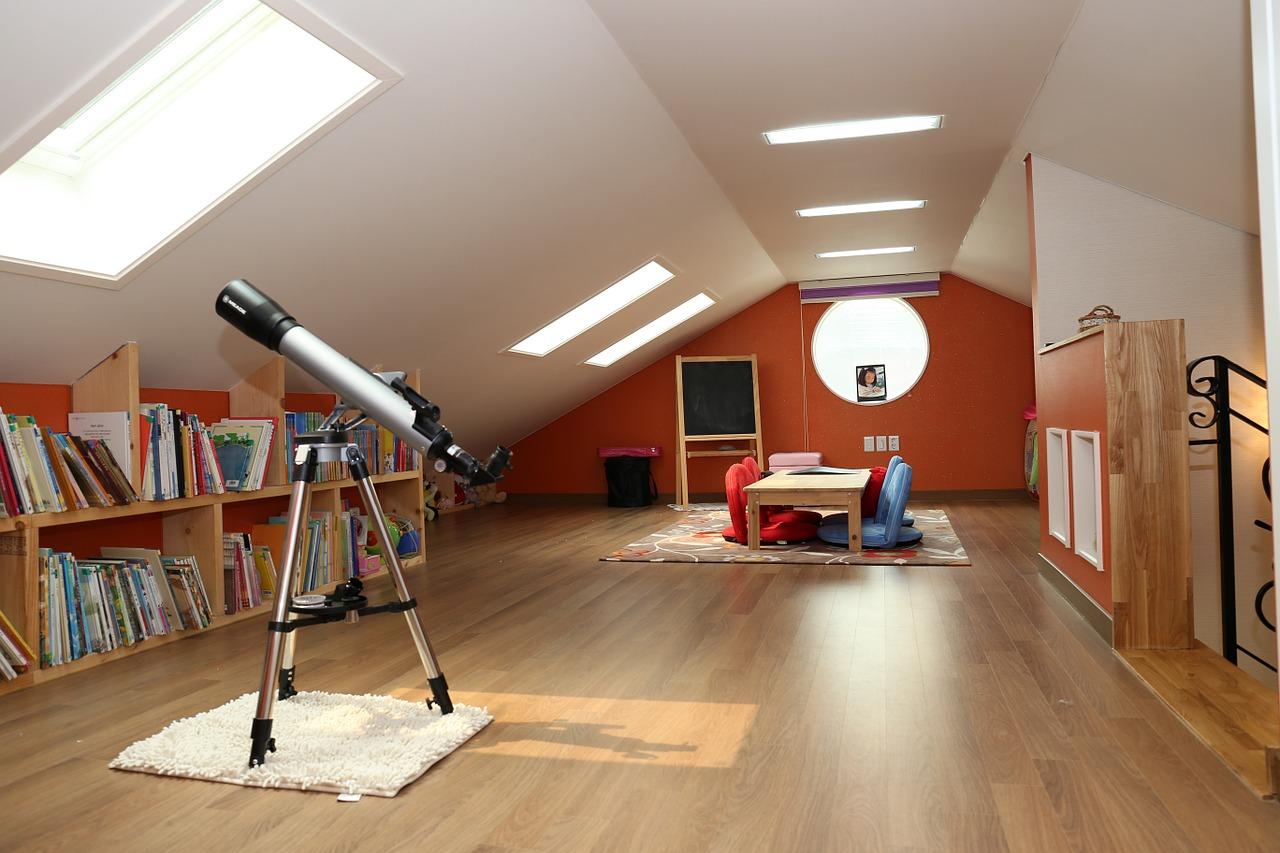 Jak vybrat nábytek do podkroví? Šetřete jím
