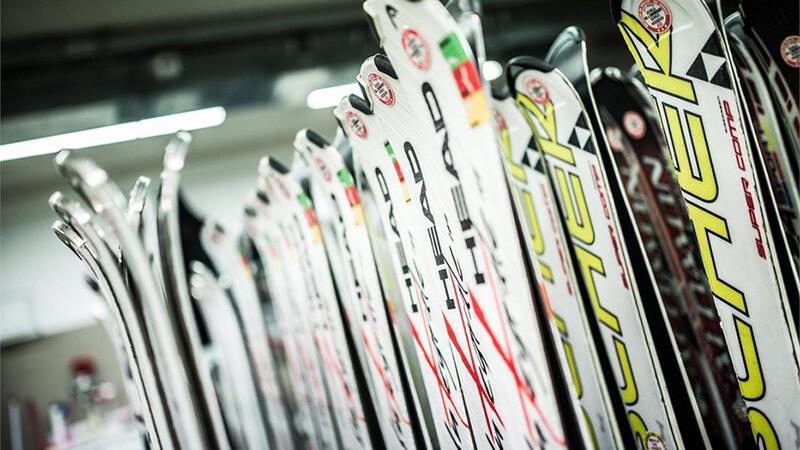 pujcovna-lyzi-snowboardu-a-bezek-dakosport-2