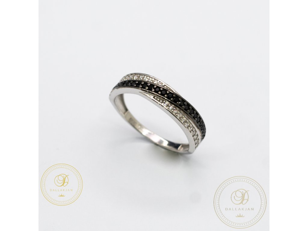 Dámský zlatý prsten zdobený s černým zirkonem (Velikost 56)