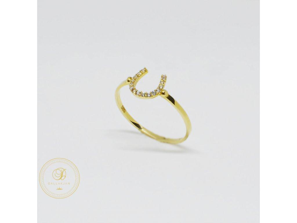1484 prsten ze zluteho zlata podkova se zirkony
