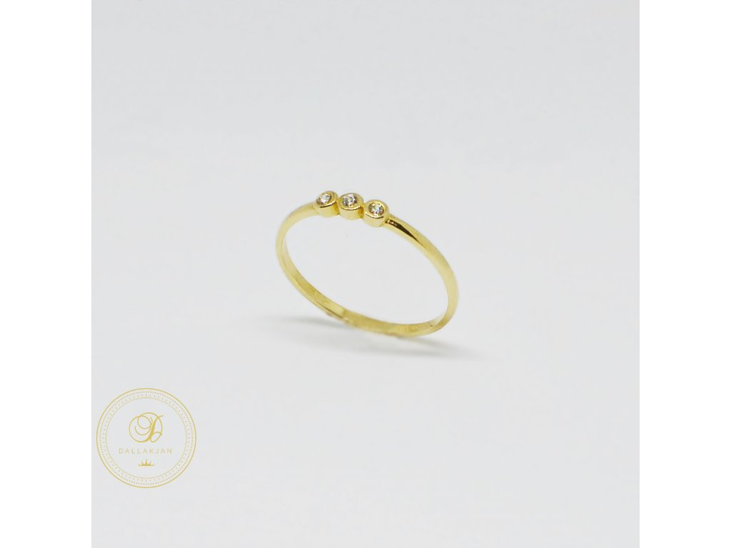 1496 prsten ze zluteho zlata se tremi zirkony