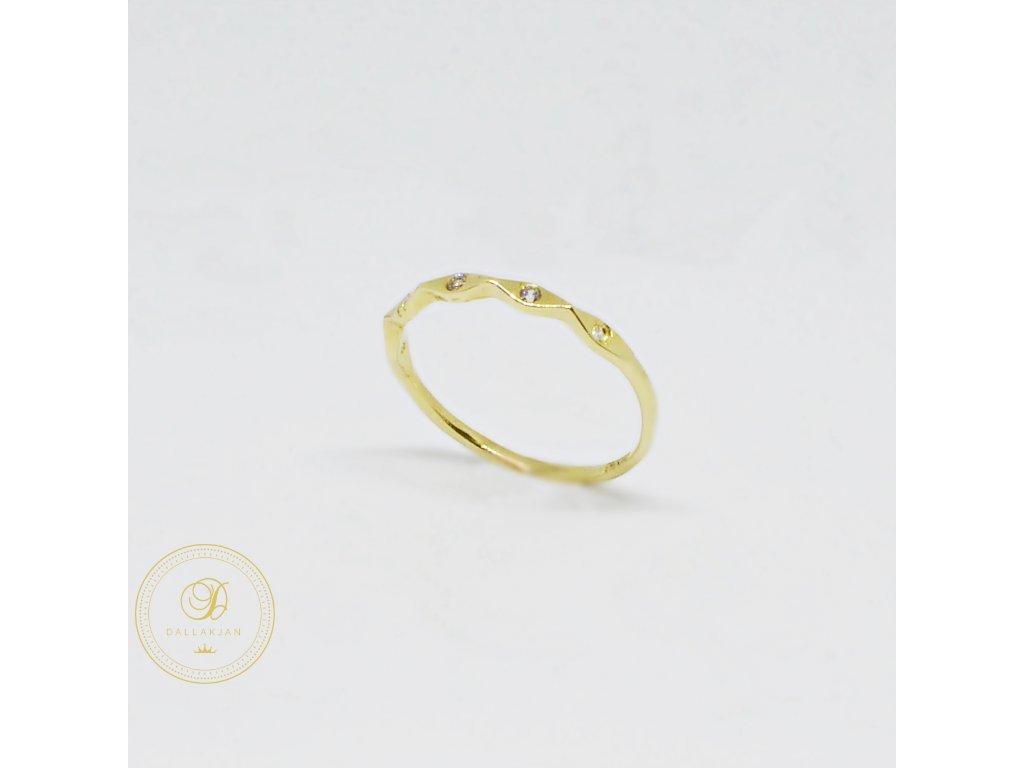 Prsten ze žlutého zlata s pěti zirkony (Velikost 55, Váha v g 1,00)