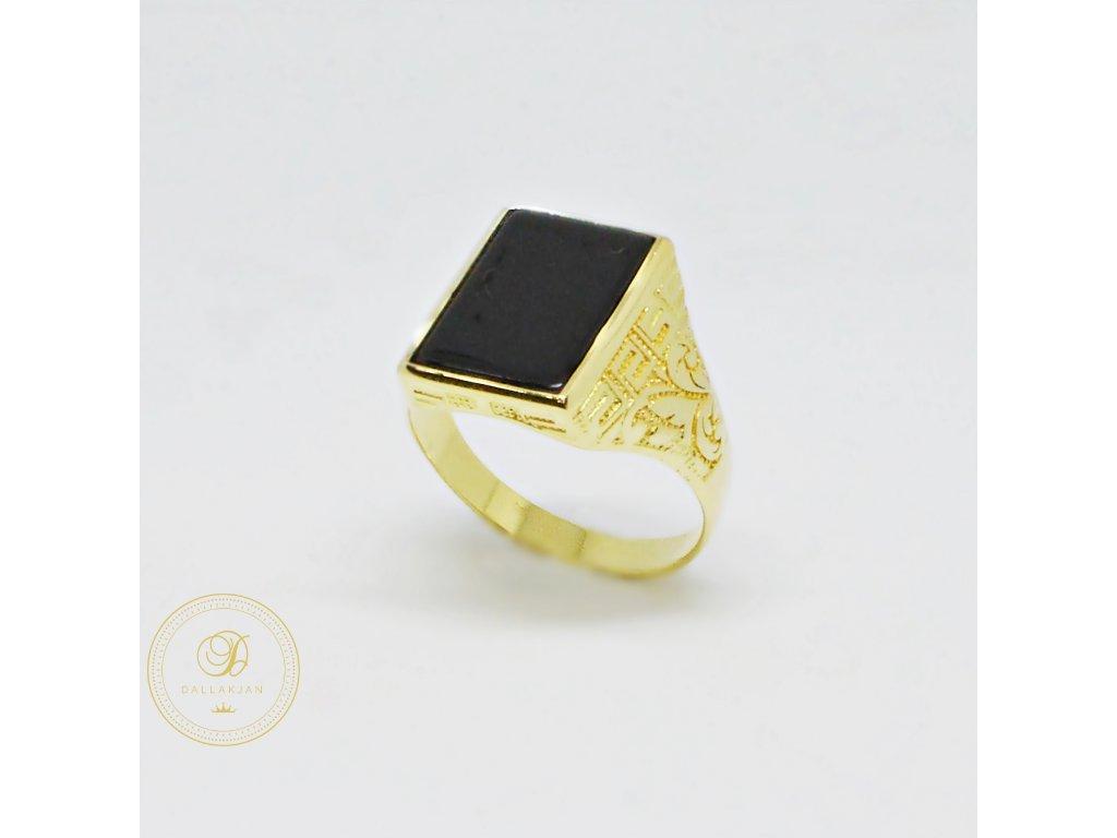 Prsten ze žlutého zlata s onyxem (Velikost 63)