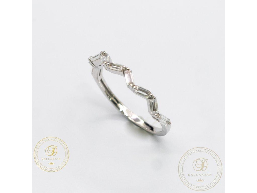 Krásný dámský prsten z bílého zlata zdobený Zirkonem (Velikost 56)