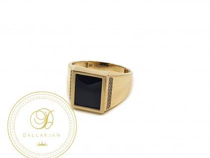 Prsten ze žlutého zlata s onyxem a zirkony