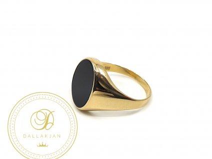 Prsten ze žlutého zlata s onyxem