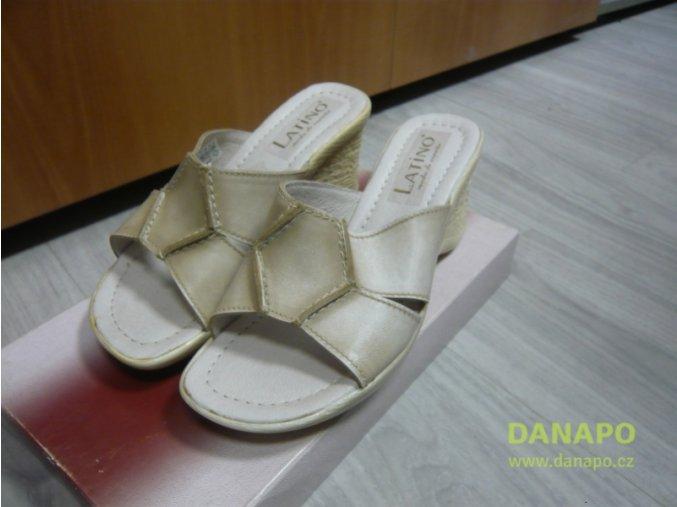 29806 damske kozene pantofle nazouvaky polking latino