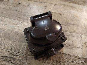 Čápová zásuvka 4P plochá 380V/16A nástěnná